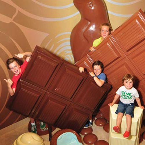 http://phillipislandexperience.com.au/attractions/pannys-amazing-world-of-chocolate/